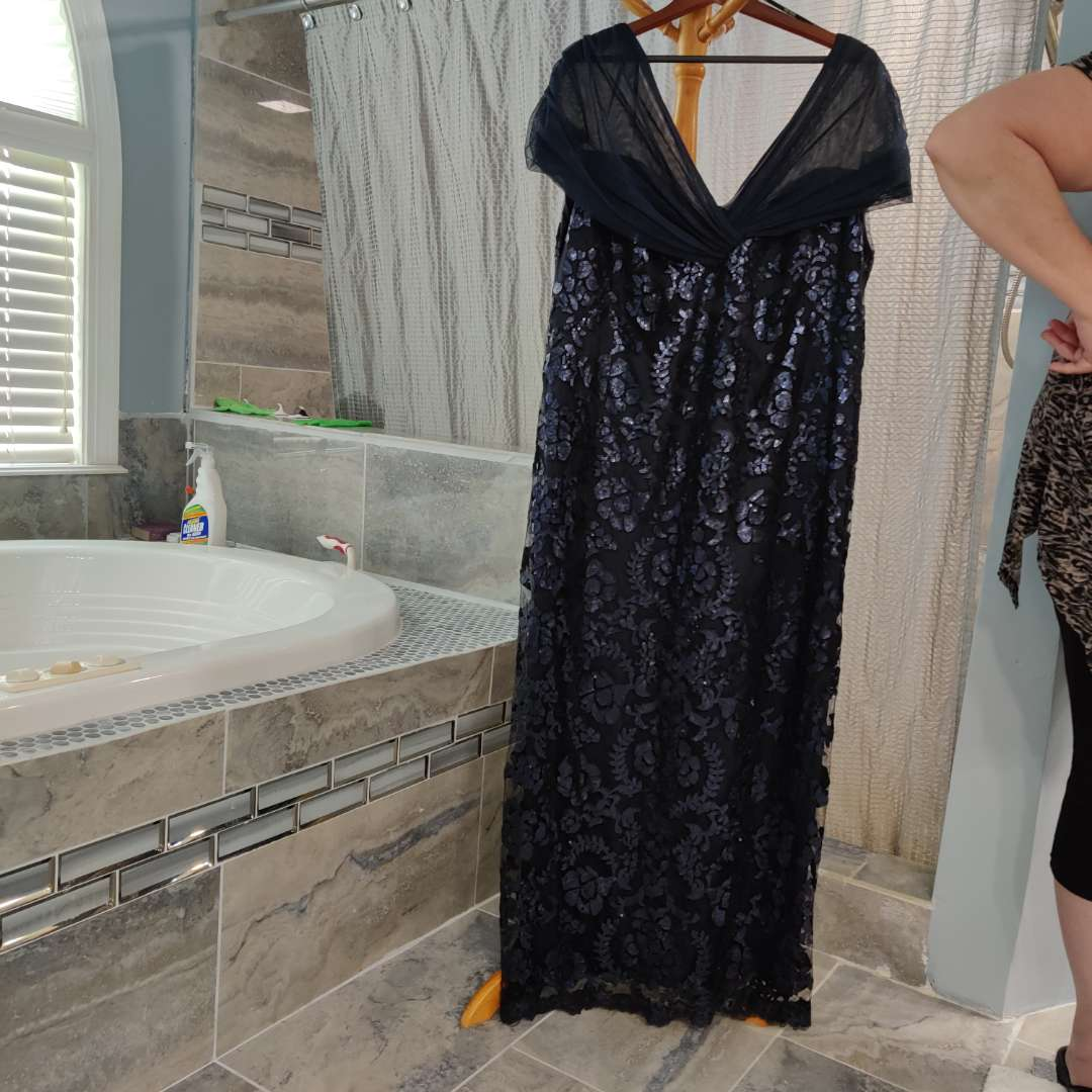 164 navy blue lace and sequins tadashi Shoji too size 22 dress