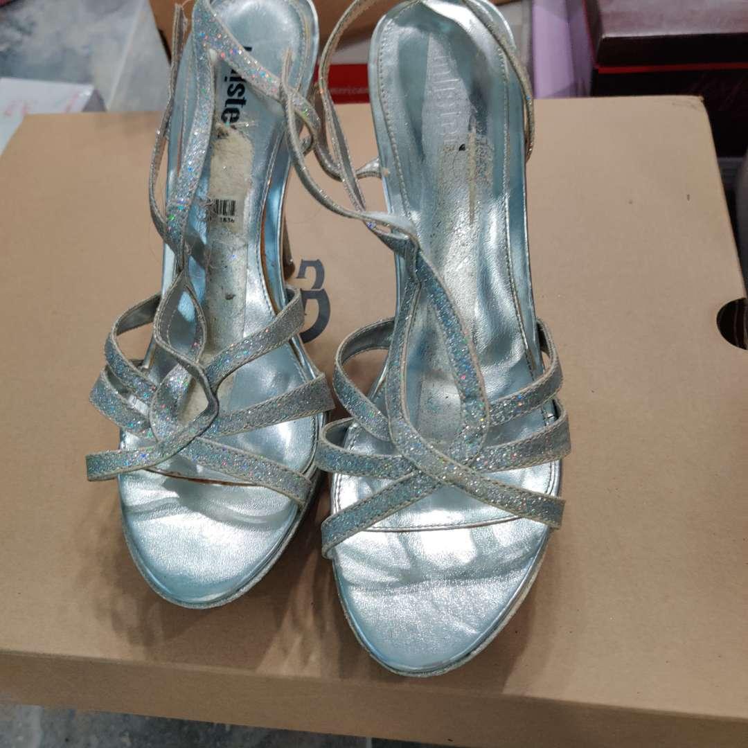#174. Shoes silver straps/ glitter size 10M