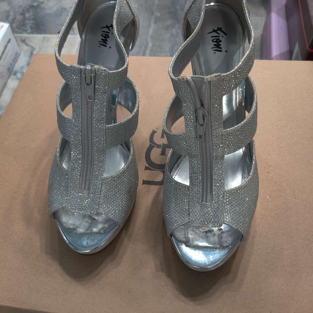 #176. Fioni  silver sparkle with zipper size 10M