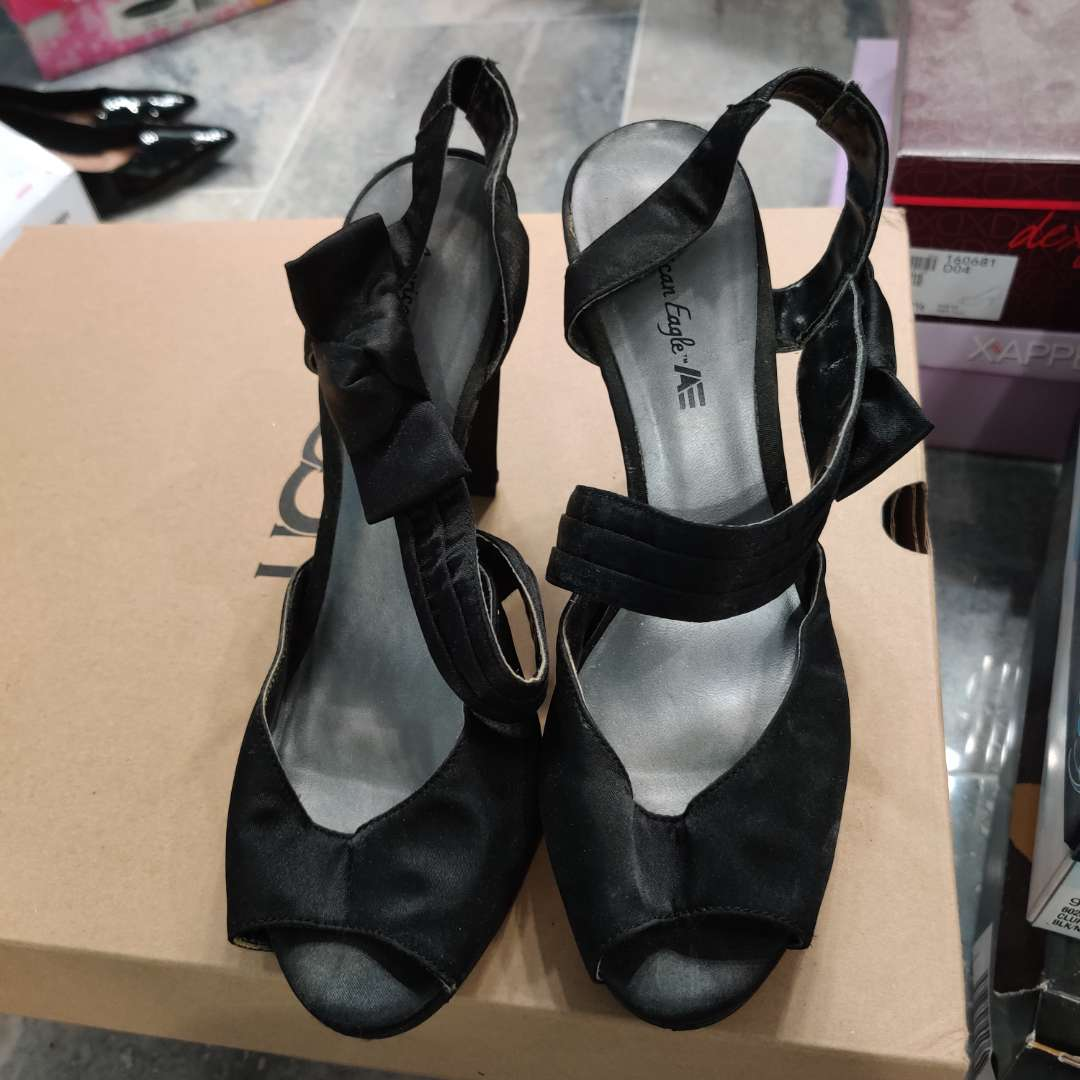 #178. American Eagle black with bow size 10
