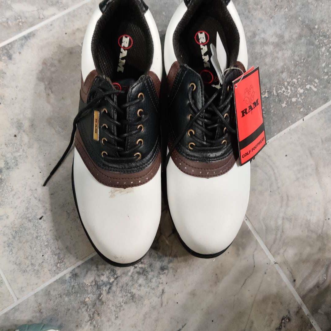 #189. Men's size 11 Ram golf shoes
