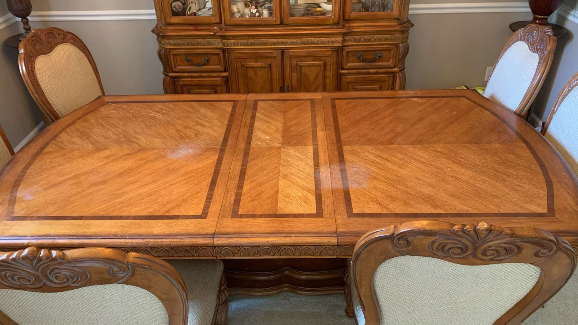 200 very nice dining room table and six chairs in great condition