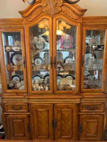201 elegant lighted china cabinet no contents