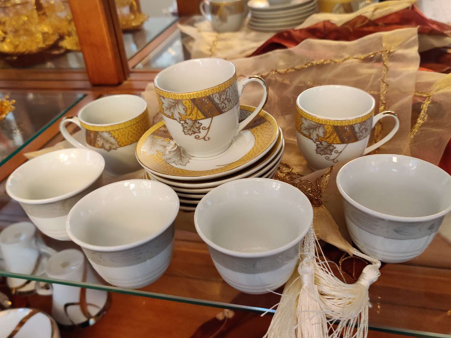 221 Lots of 13 pieces three cups and saucers extra saucers and four extra cups