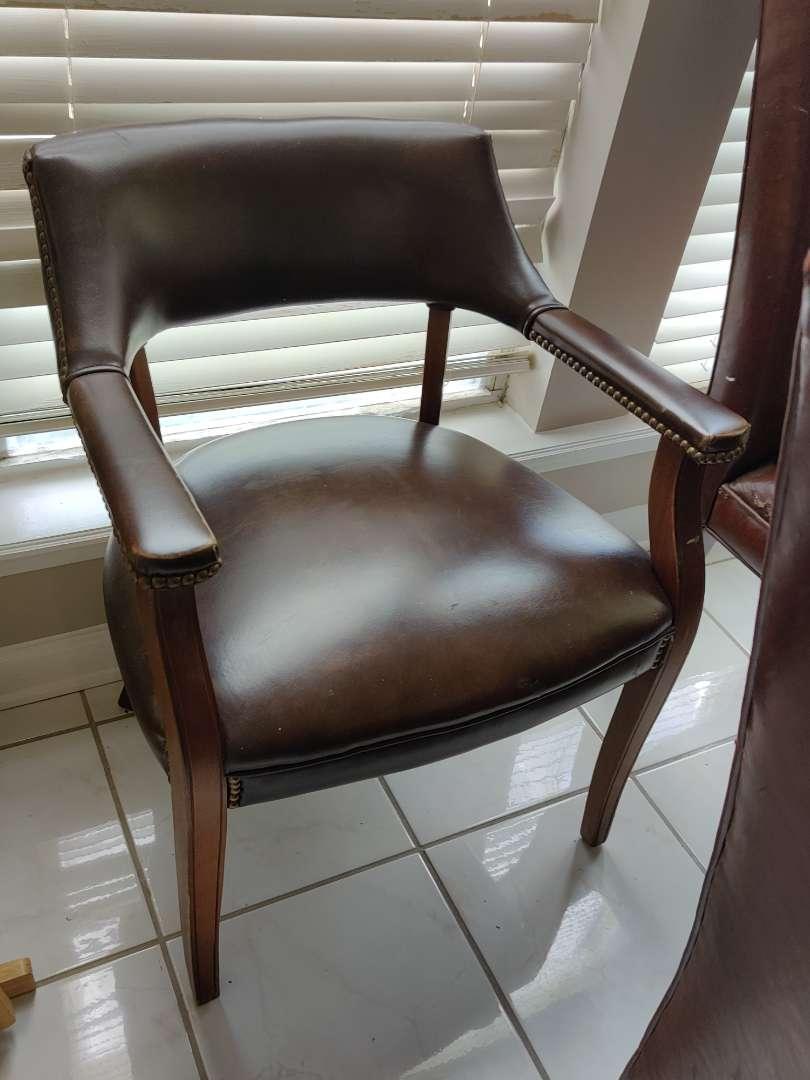 228 very nice leather arm chair