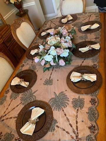 230 eight plates and napkins sets metal plates