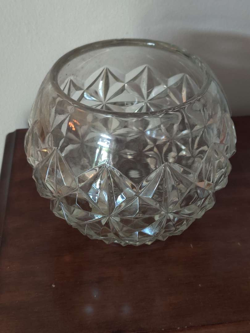 233 glass Rose bowl 6 in tall good condition