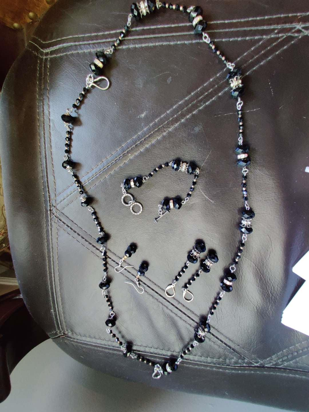 252 costume jewelry set necklace bracelet two pair earrings