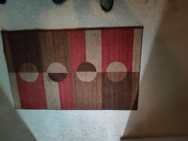 257 very nice burgundy and brown rug 51x31
