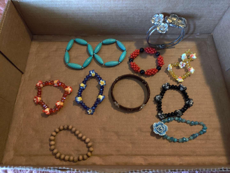 263 lot of 11 miscellaneous costume bracelets