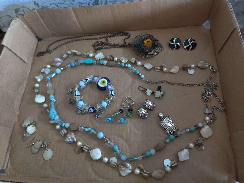 265 miscellaneous costume jewelry necklaces bracelets glass evil eye bracelet very nice