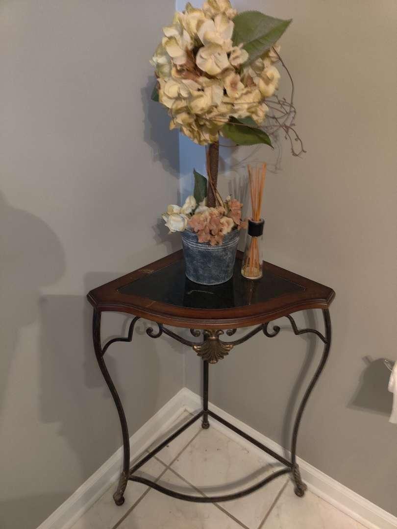 266 bathroom corner stand with artificial flower arrangement