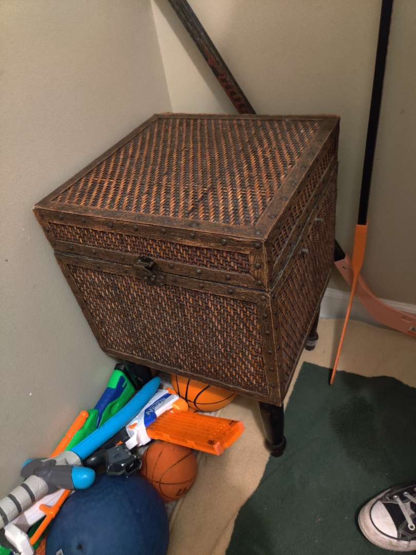 277 cute little trunk stand for storage