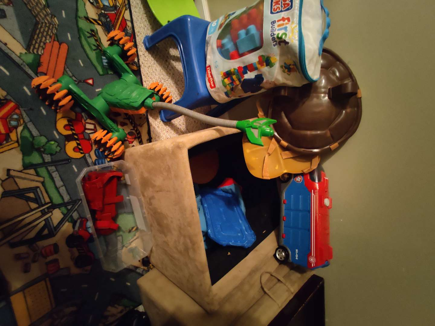 282 lot of miscellaneous toys Legos and more in trunk