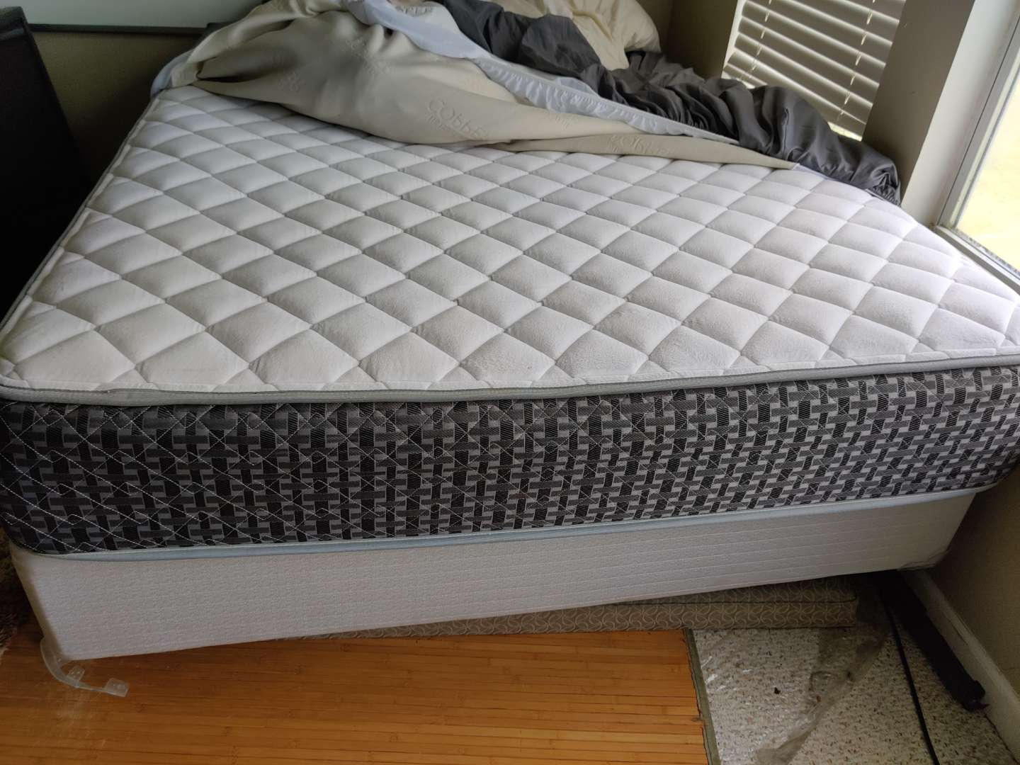 293 queen size mattress box spring and frame