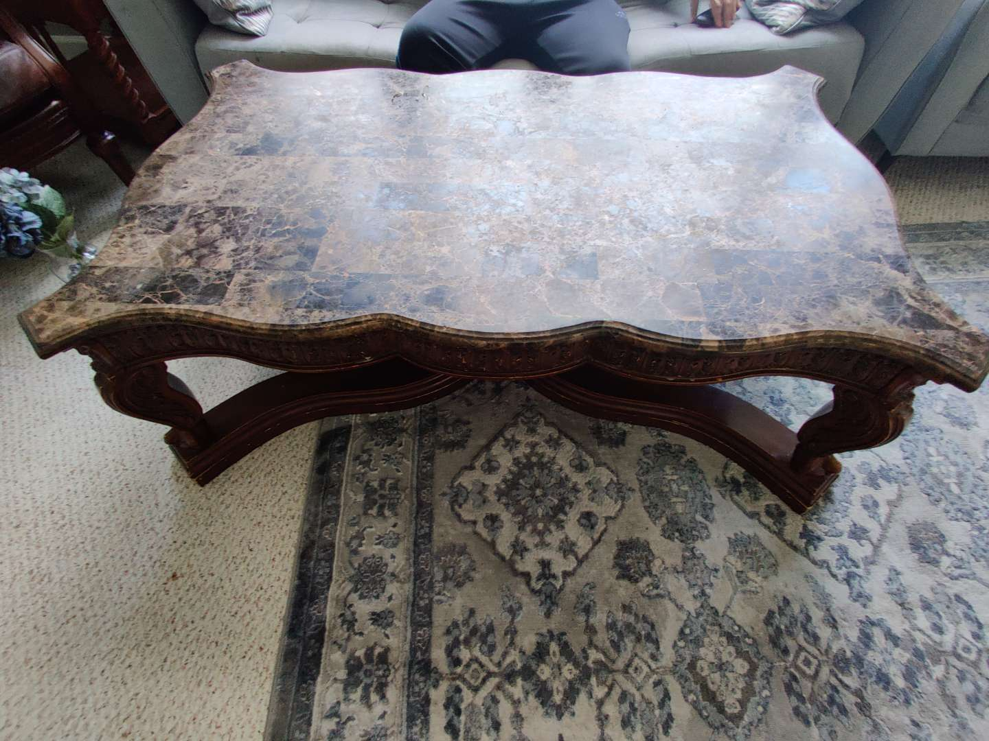 312 marble top coffee table 55 inches long by 35 in wide very nice