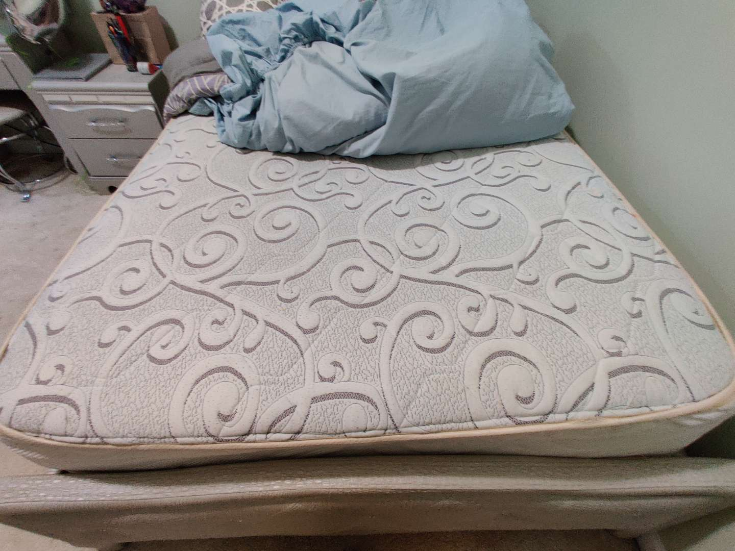 331 very nice very clean full size mattress and box springs