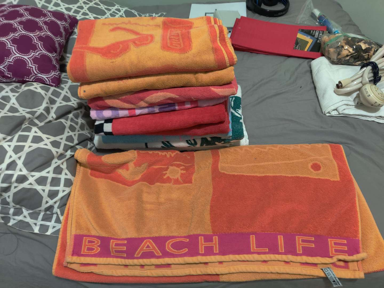 351 lot of 11 beach towels