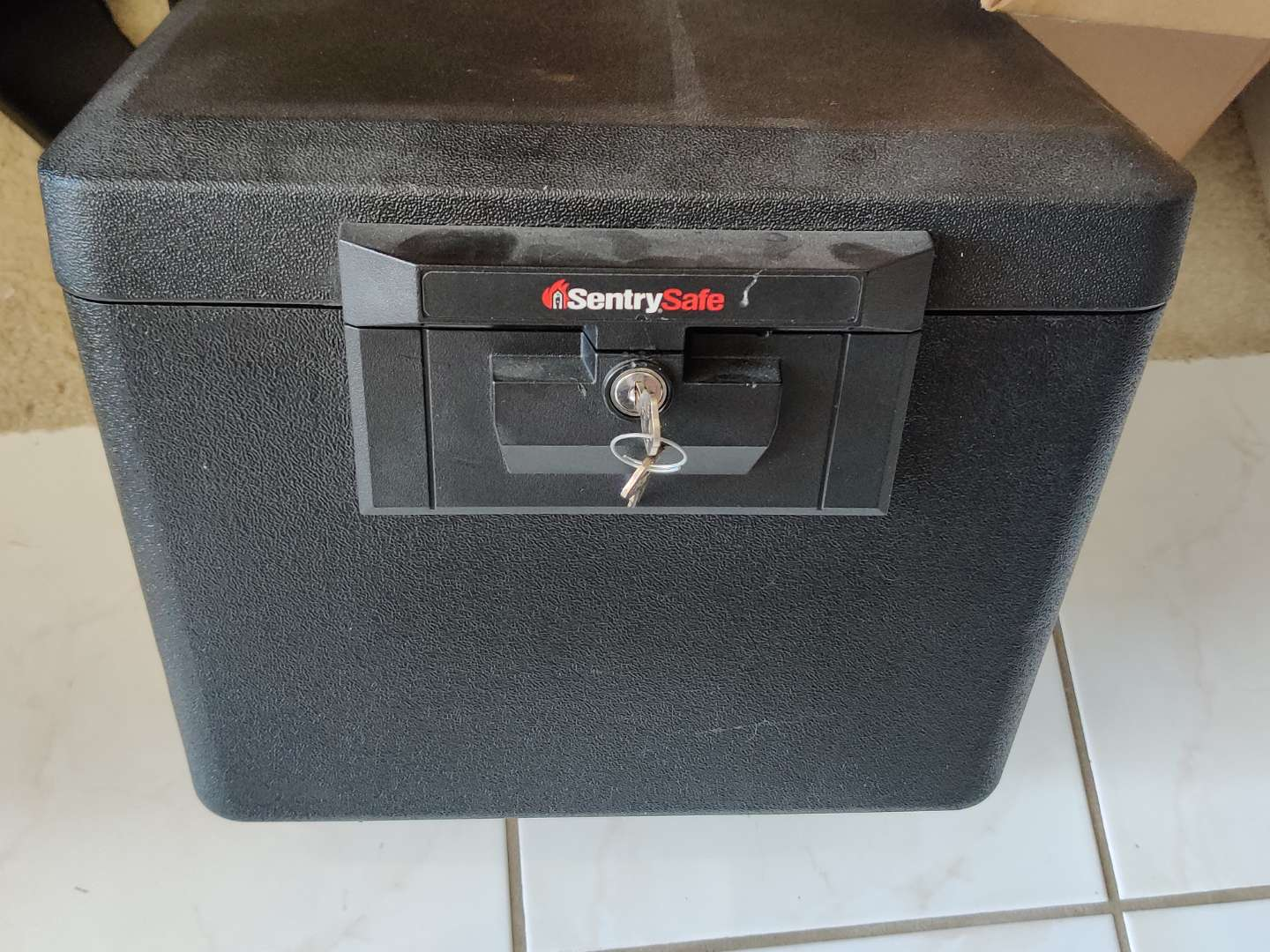 360 sentry lock box safe with key 15 in