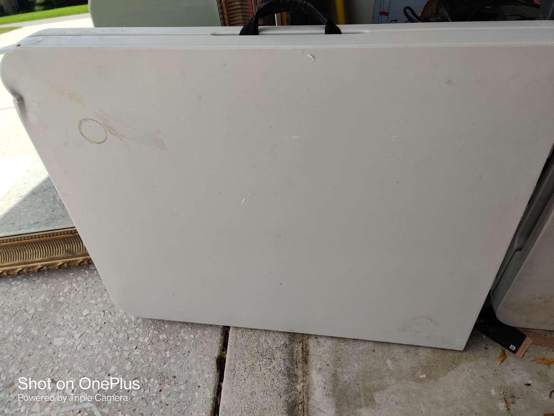 387 6 ft plastic folding table