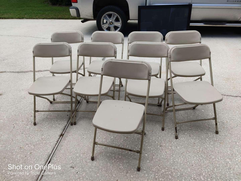 391 lot of nine used folding chairs