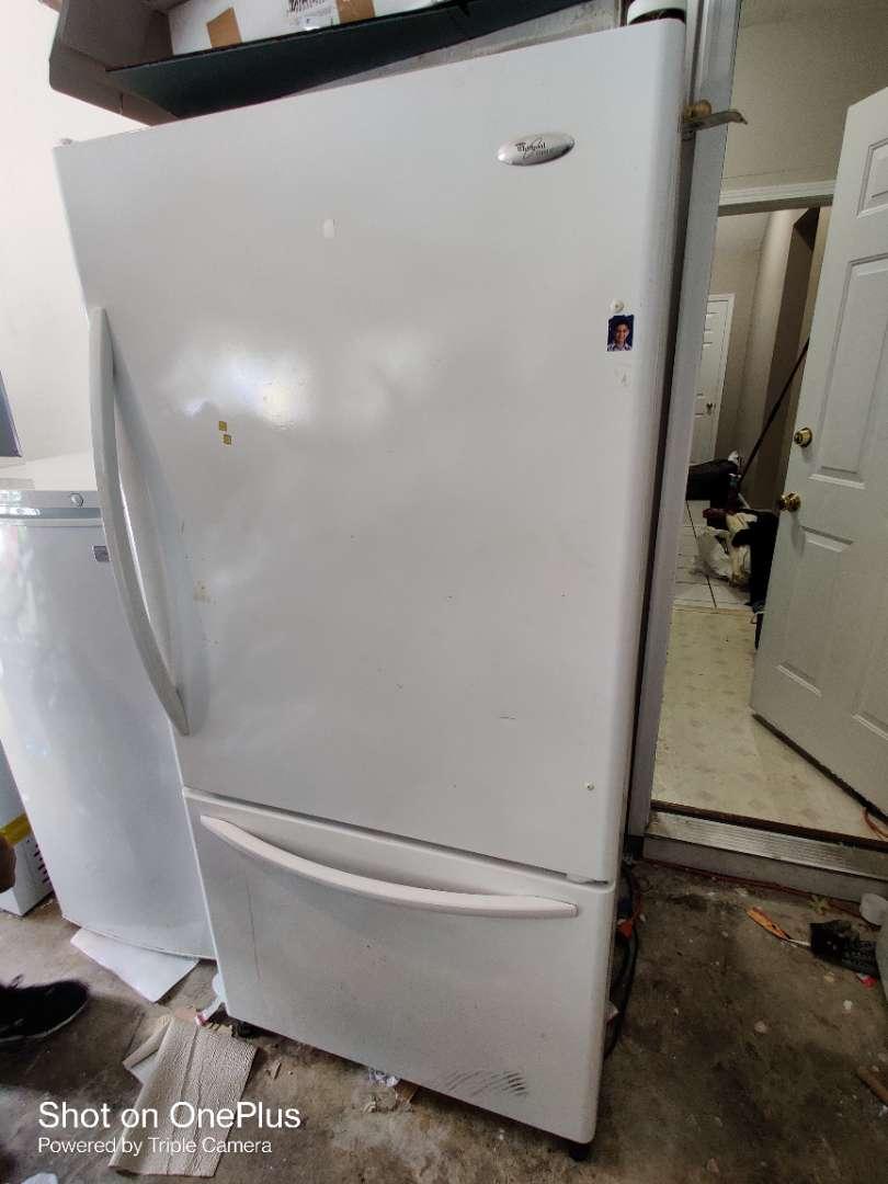 396 Whirlpool refrigerator bottom freezer works
