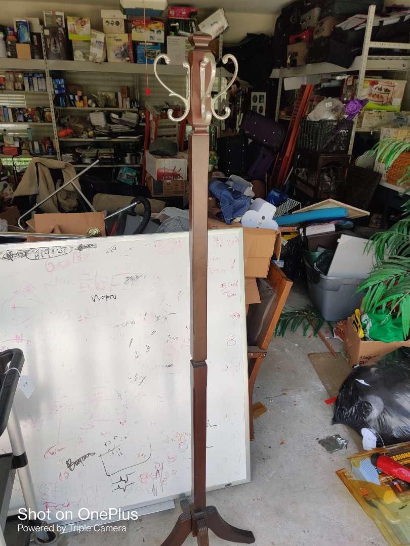 411 very nice rotating top coat rack