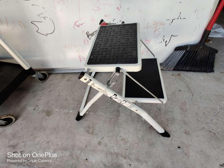 424 metal folding step stool
