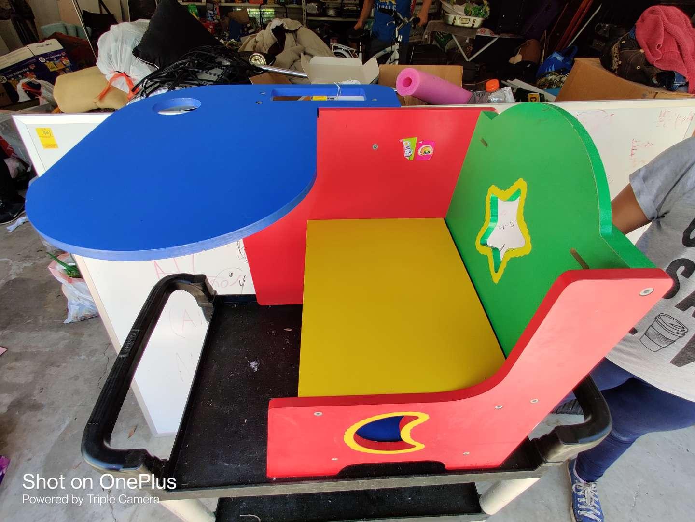 428 very nice colorful kids desk