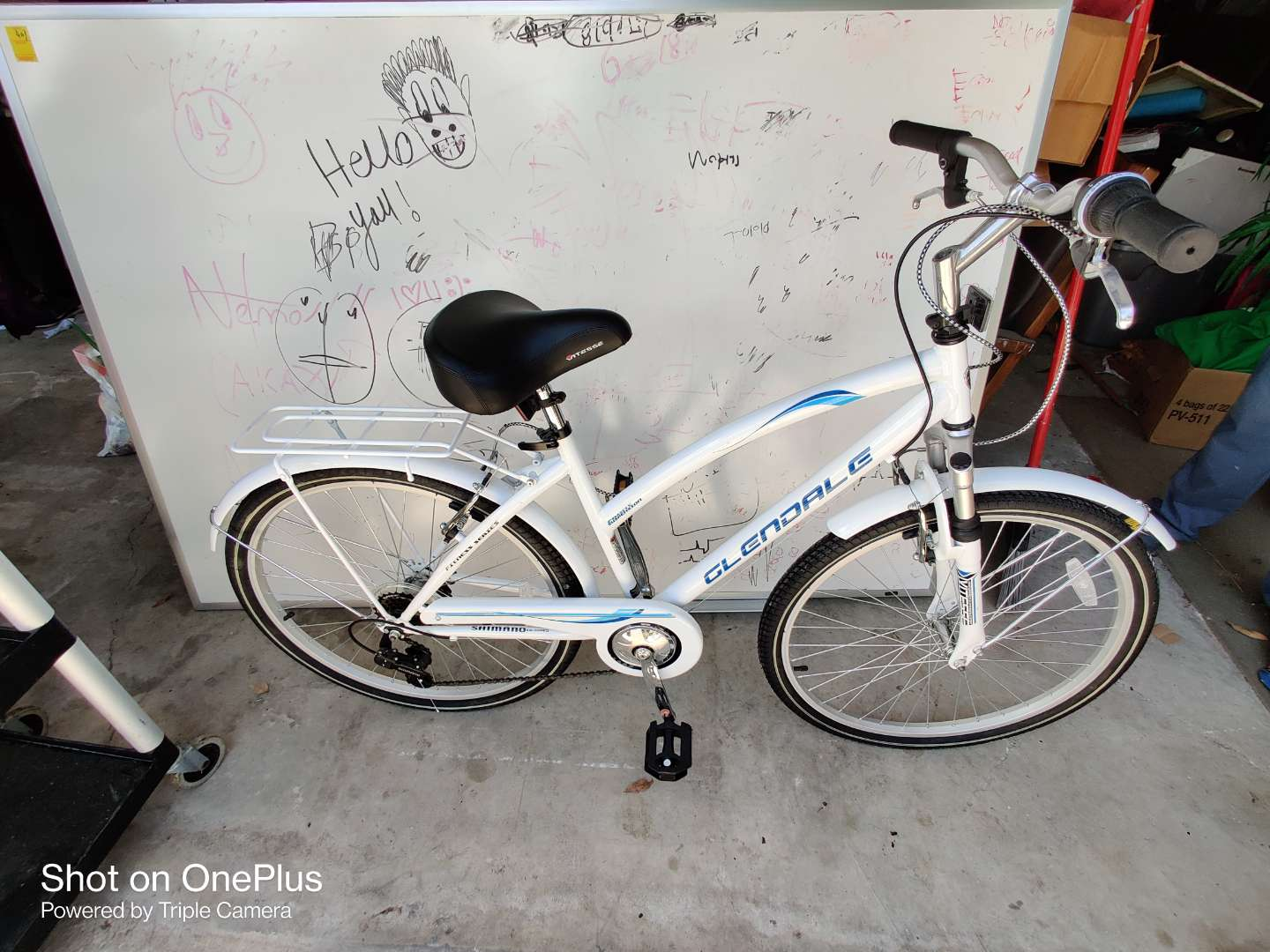 429 like new Glendale bike White excellent condition taken out of the box and never used