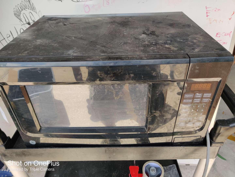 470  general electric black microwave