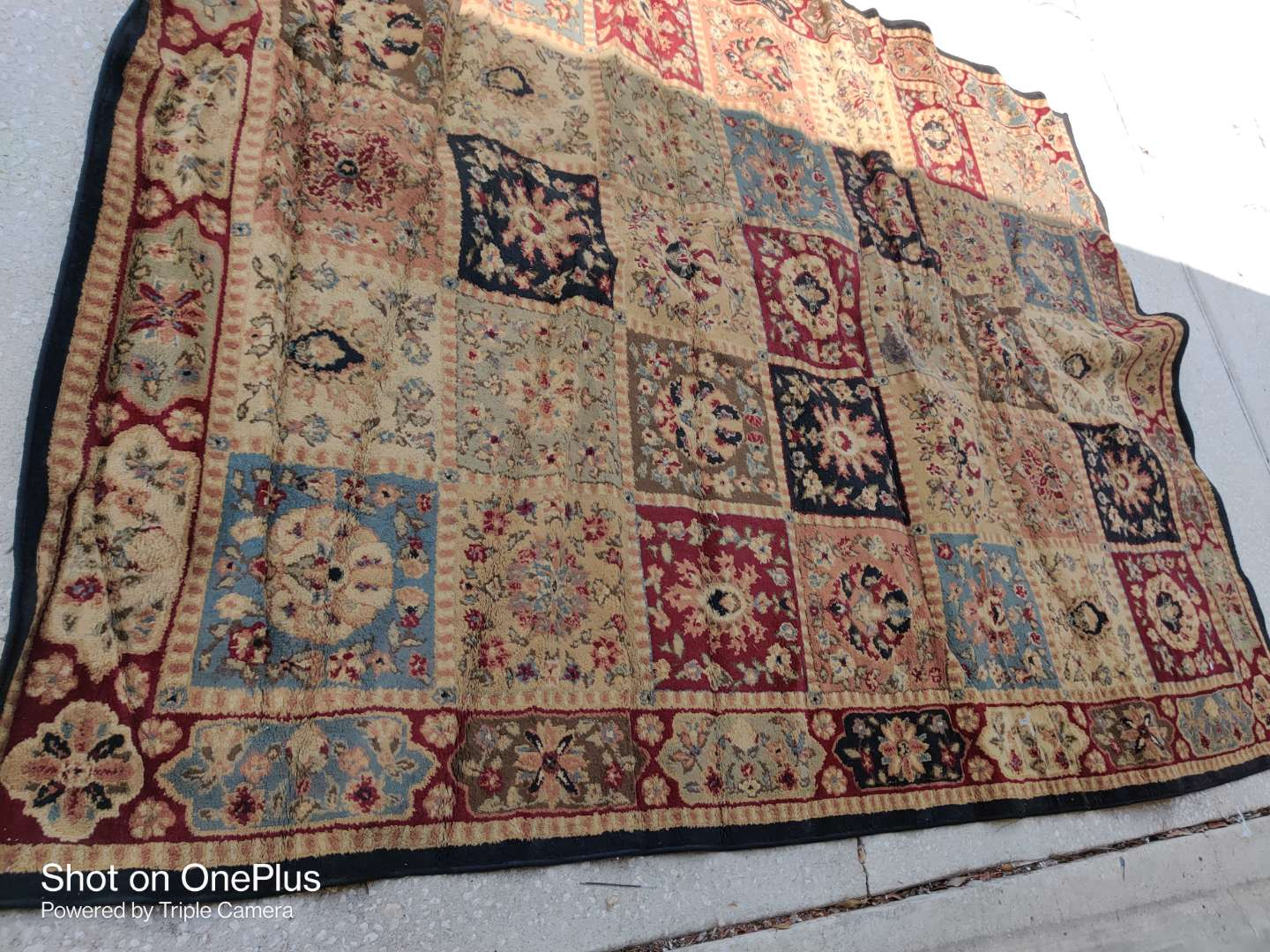 505 large rug needs cleaning 7 ft 10 in x 10 ft 10 in