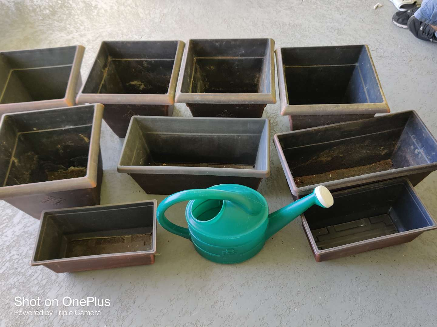 545 lot of 9 very nice plastic planters and watering can