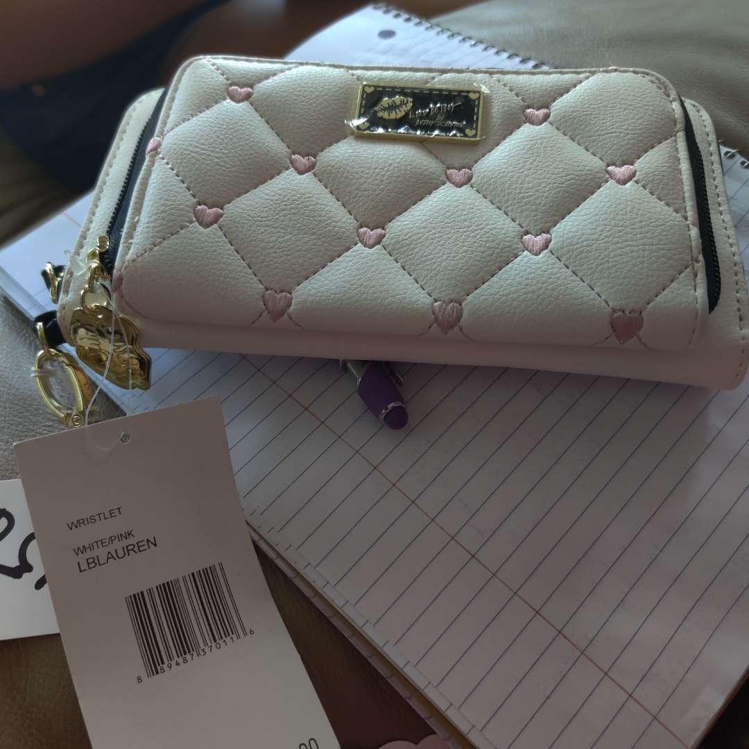 557.Betsy Johnson new wallet
