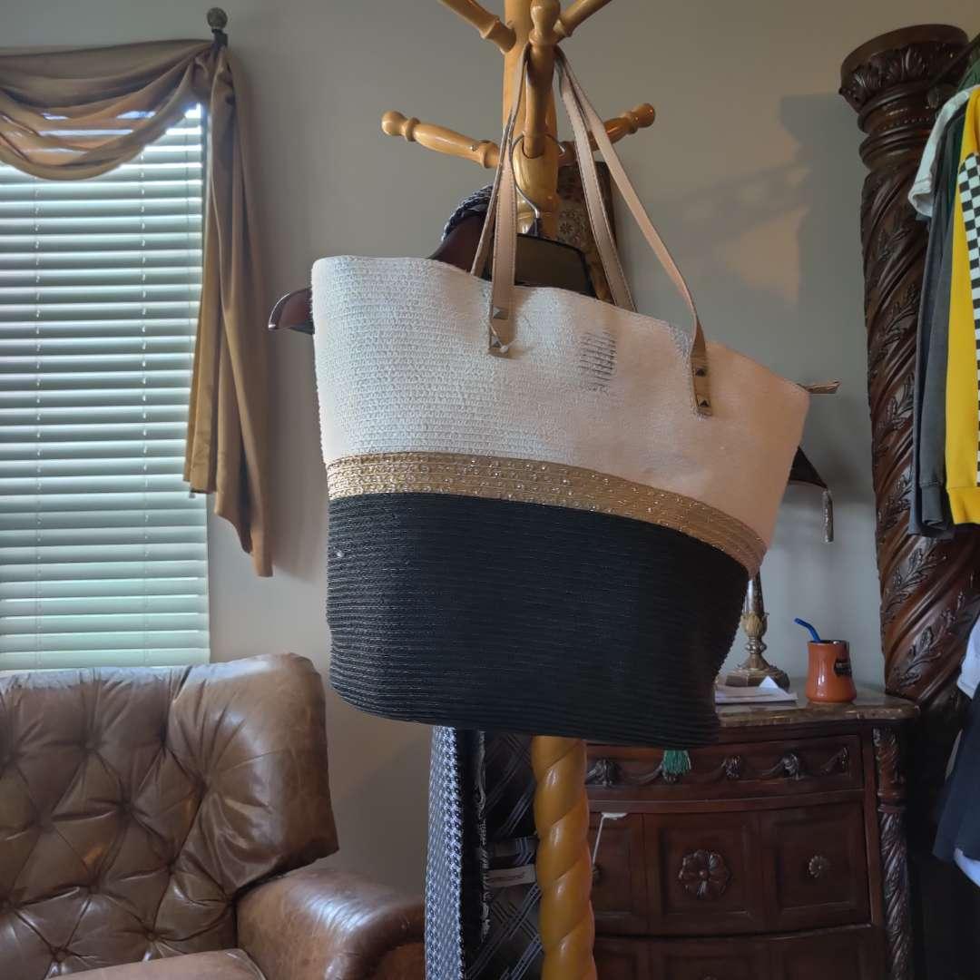 558. Beautiful straw purse