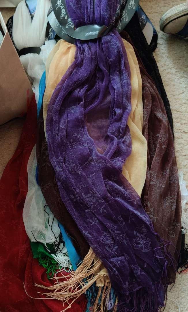575. 20 new scarves