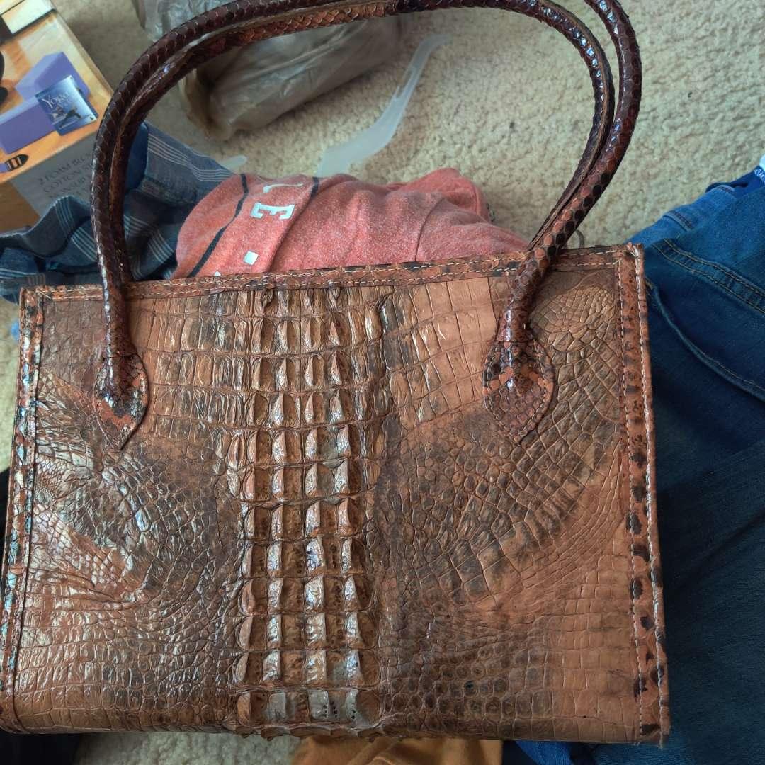 582. Vintage alligator purse