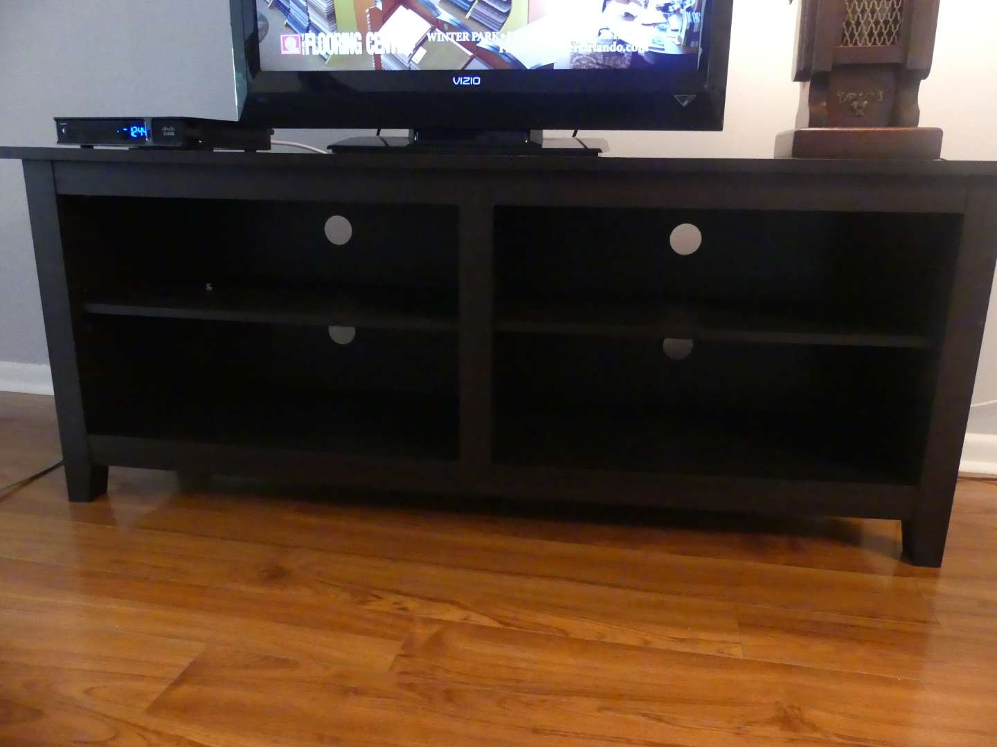 Lot #4 Walker Edison Comtemporary Wren Classic 4-Cubby TV Stand W58CSPES