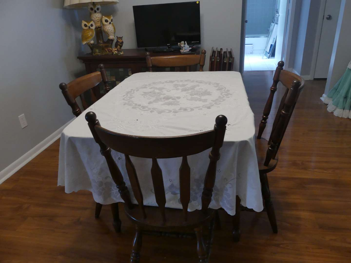 Lot #12 Vintage Farmhouse Cottage Style Dining Table and 4 Chairs Made in Yugoslavia