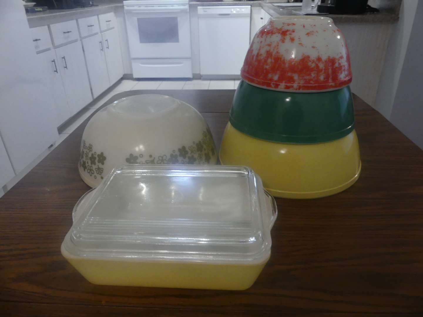 Lot #38 4 Nesting Pyrex Bowls and Pyrex 503-B Casserole with Clear Lid