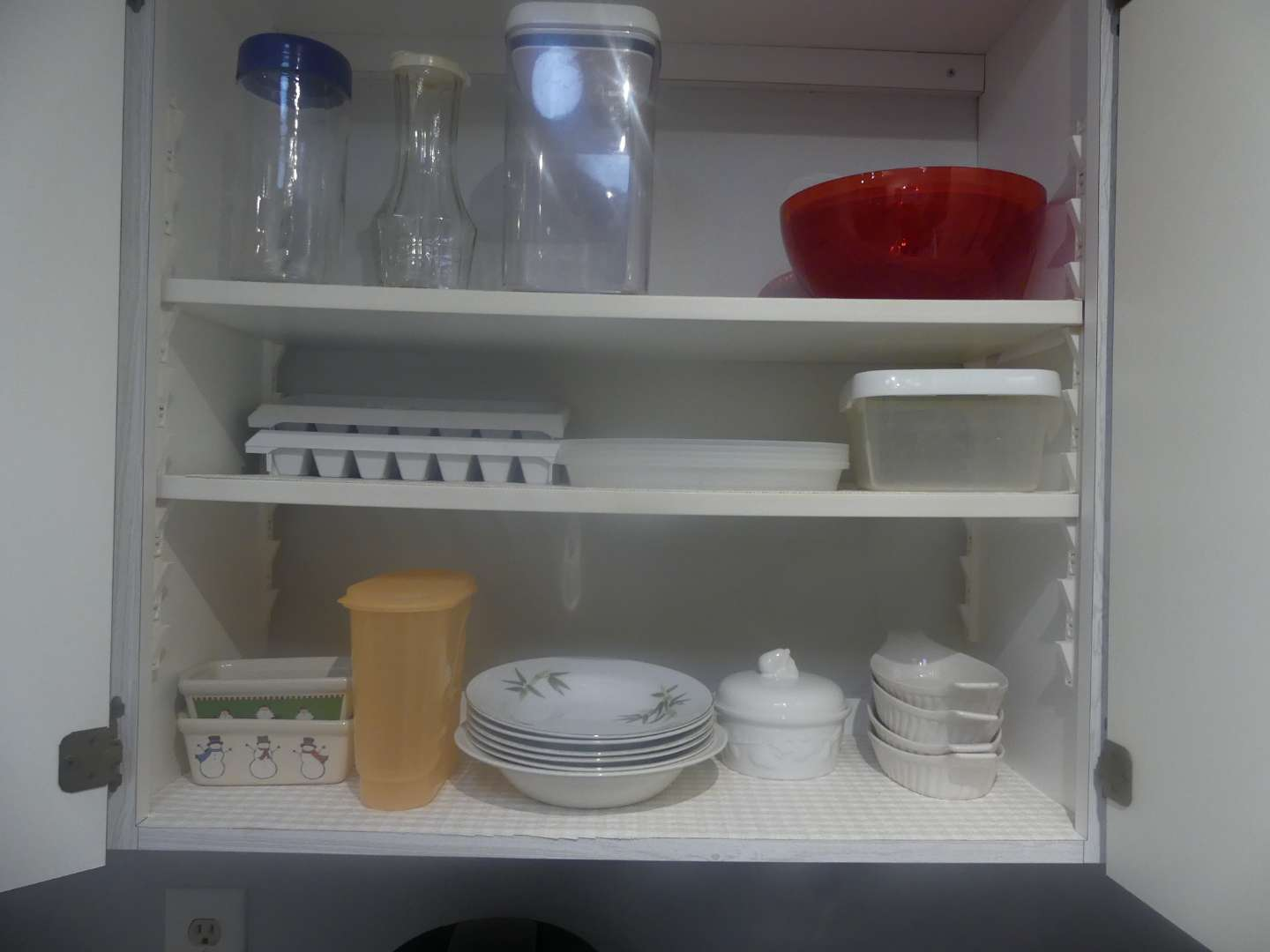 Lot #40 3 Shelves of Kitchen Items