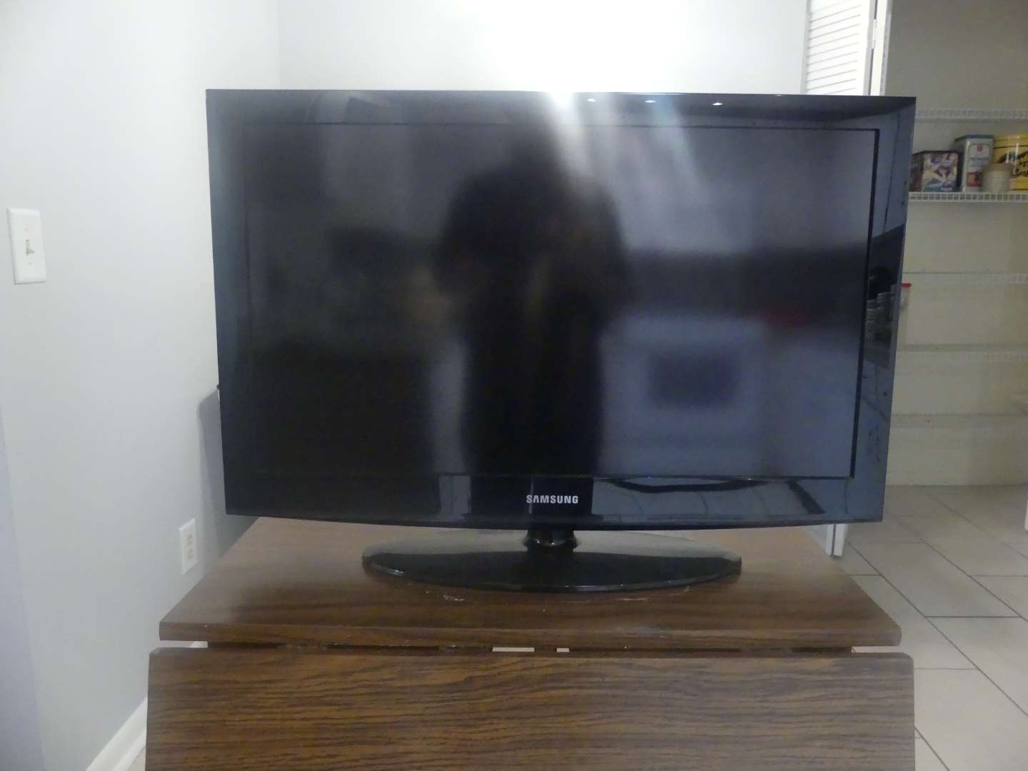 """Lot #62 2011 Samsung LN32D403E4D 32"""" 720p HDTV with Stand"""
