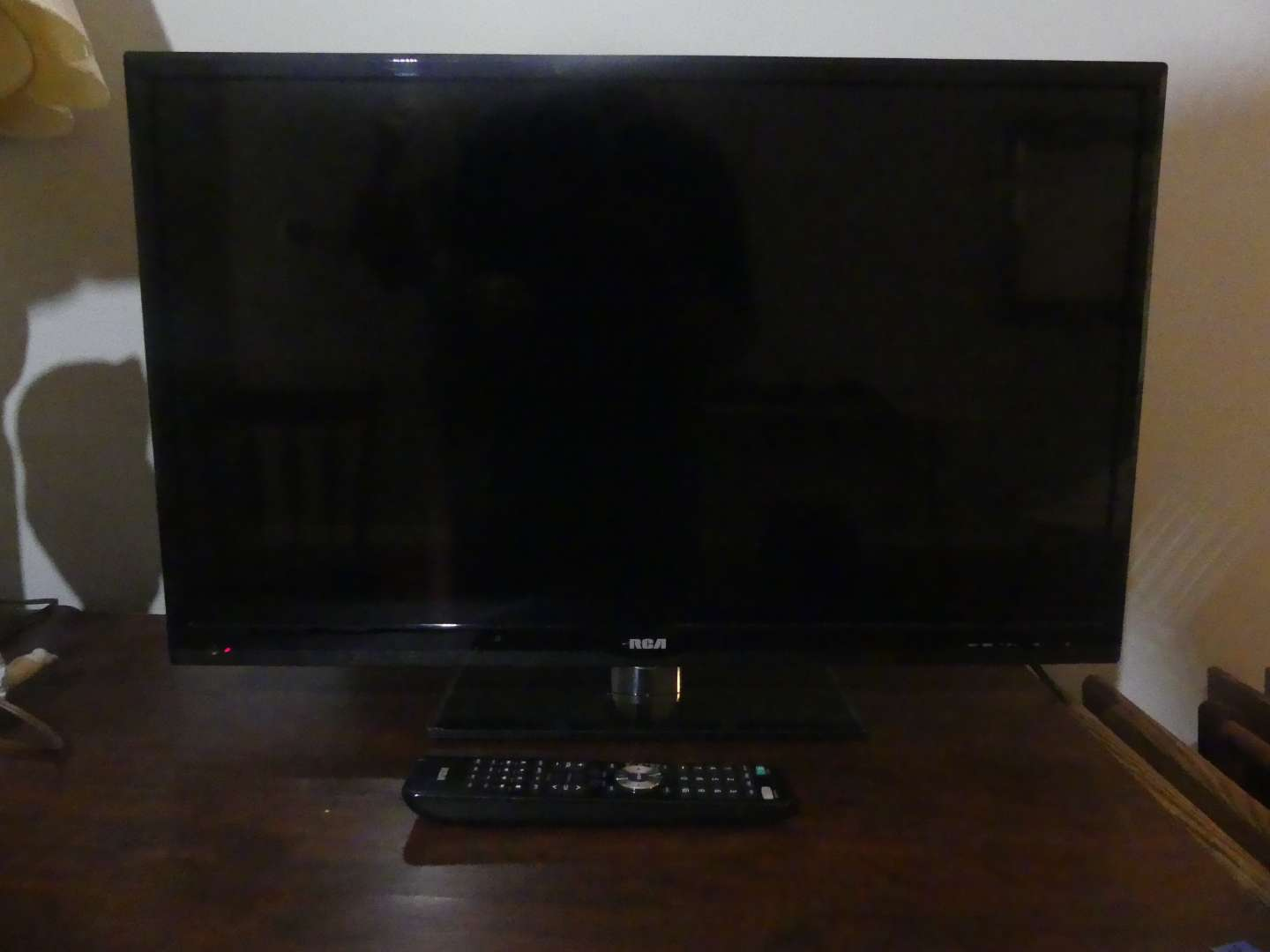 """Lot #64 2013 RCA LED29B30 RQD 29"""" LED/LCD HDTV/DVD Combo with Stand and Remote"""