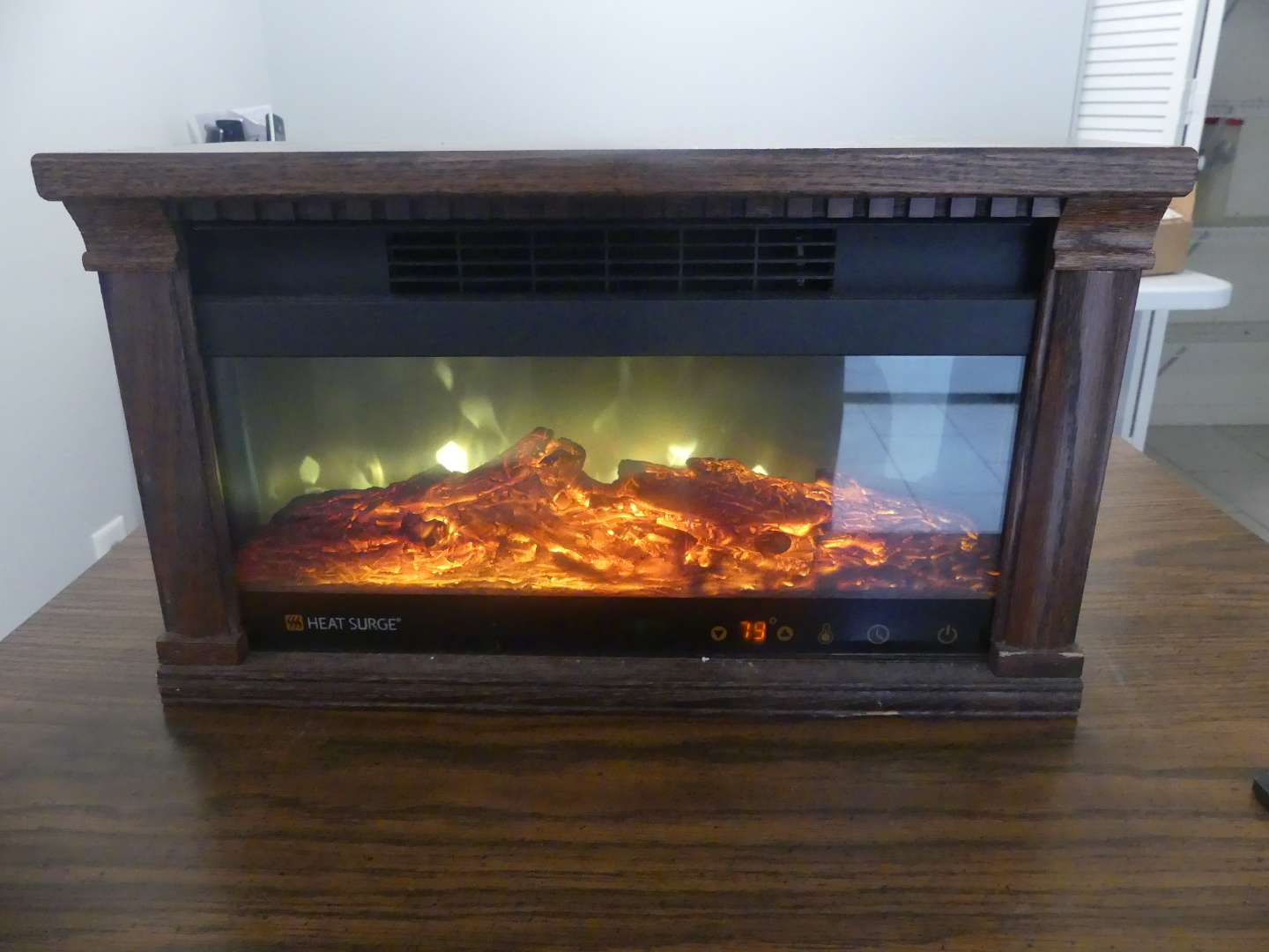 Lot #67 2014 Heat Surge 3000768 Electric Fireplace/Moveable Heater with Remote