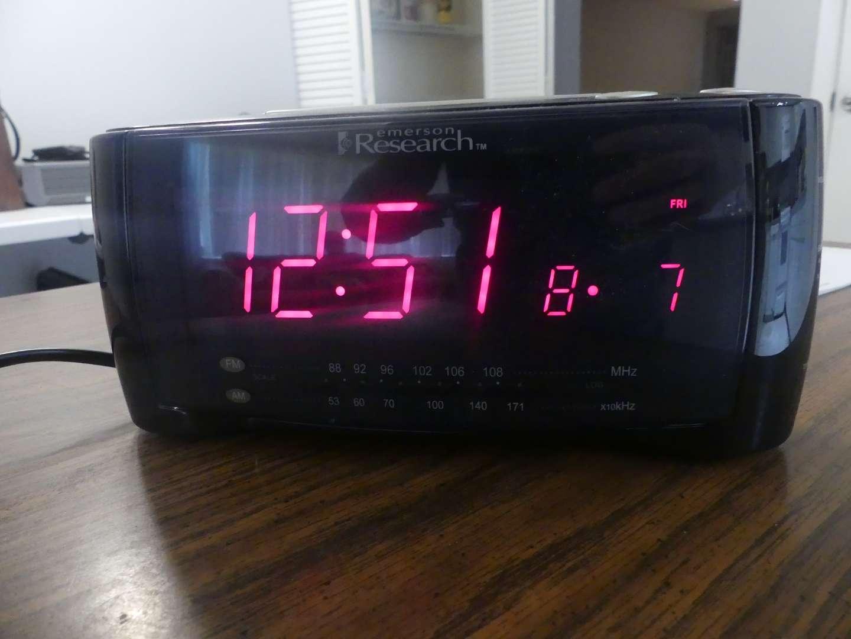 Lot #70 Emerson Research SmartSet CKS2288 AM/FM Dual Alarm Clock Radio