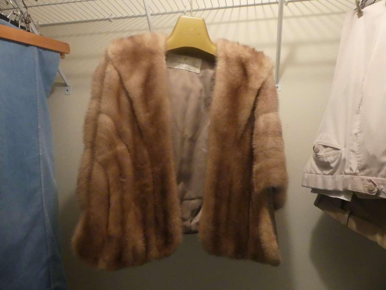 Lot #85 Flemington Furs New Jersey Fur Stole/Cape