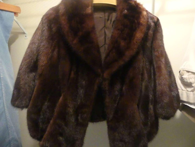 Lot #86 Nicholson Furs New Jersey Fur Stole/Cape