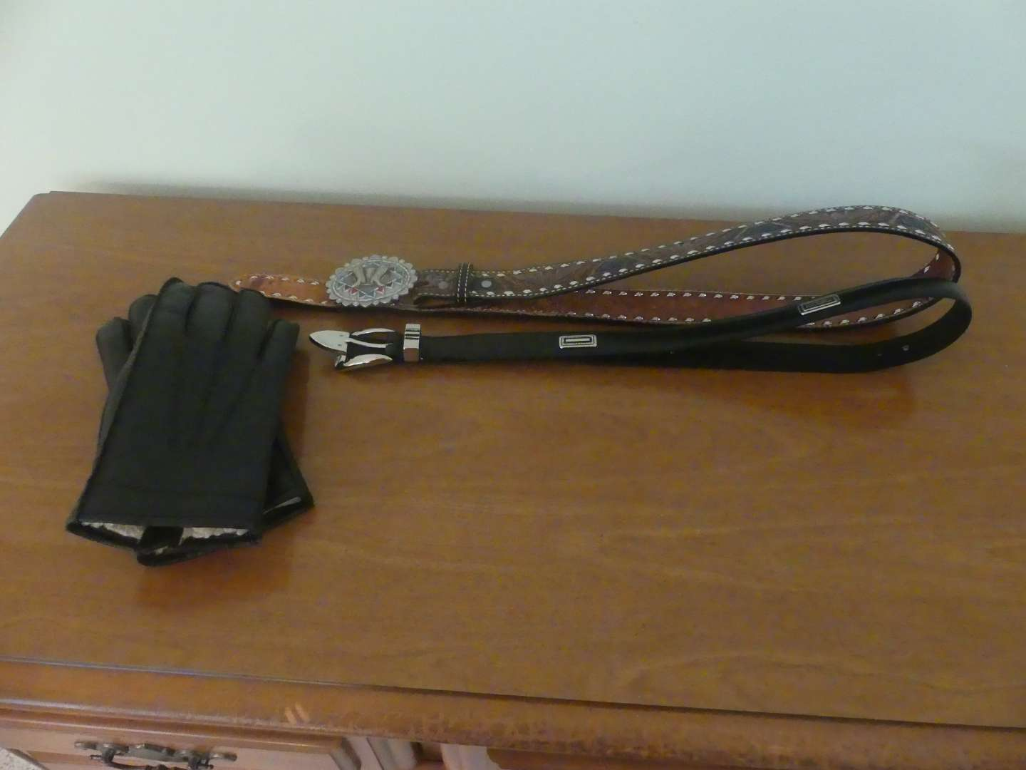 Lot #163 Men's Belts and Leather Gloves