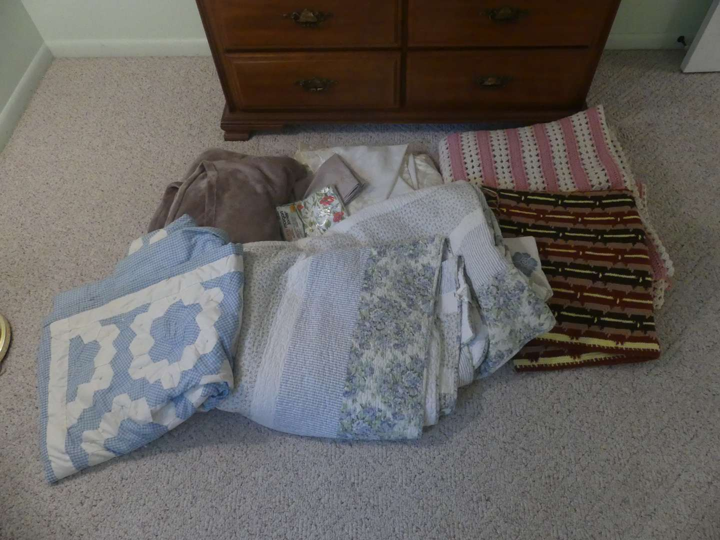 Lot #164 Comforters, Throws, Blankets and Curtains