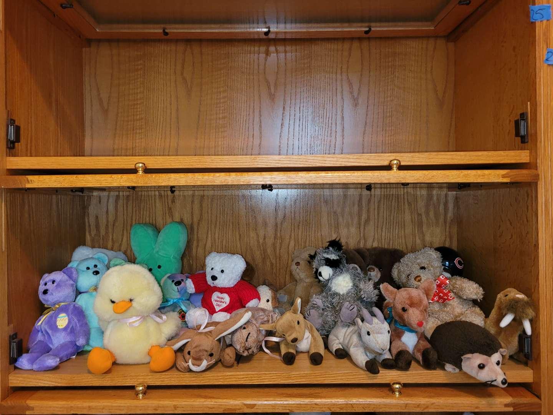Lot # 25 Assorted Stuffed Animals & Beanie Babies